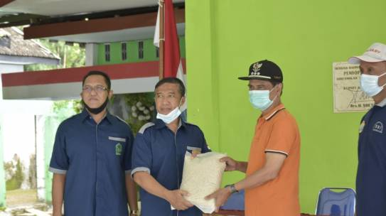 IAIN Kediri Salurkan Bantuan untuk Warga Terdampak Longsor dan Banjir di Nganjuk