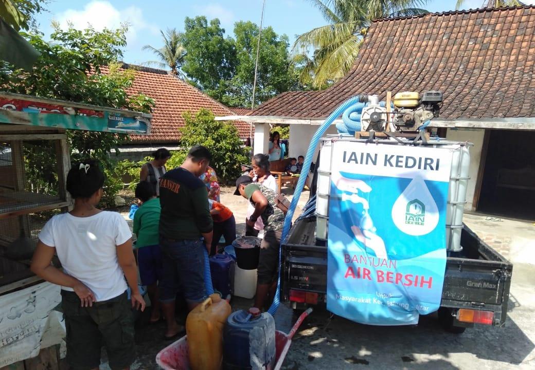 Bantuan Air Bersih Di Bakung-Blitar Disambut Antusias