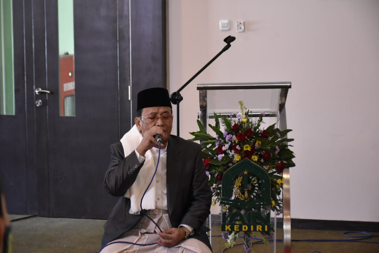 Tetap Sakral, Wisuda Online IAIN Kediri Diiringi Tilawah Muamar ZA